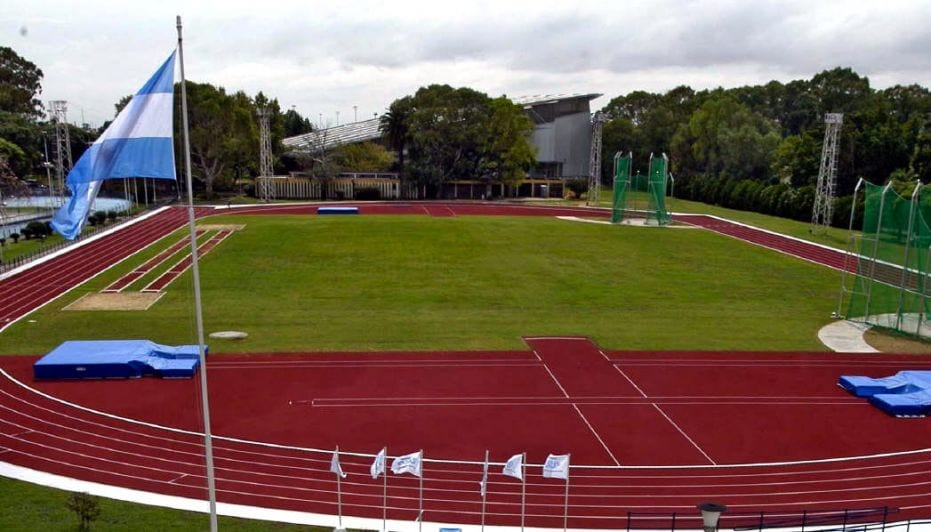 Patear la historia del deporte: El decreto de Macri y La venta del CENARD - Huellas suburbanas